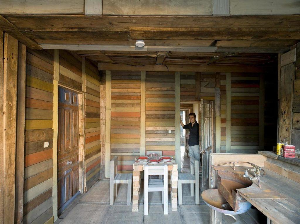 la Villa déchets meubles en palettes et maison complète réalisée avec des palettes un projet Frédéric TABARY Designer