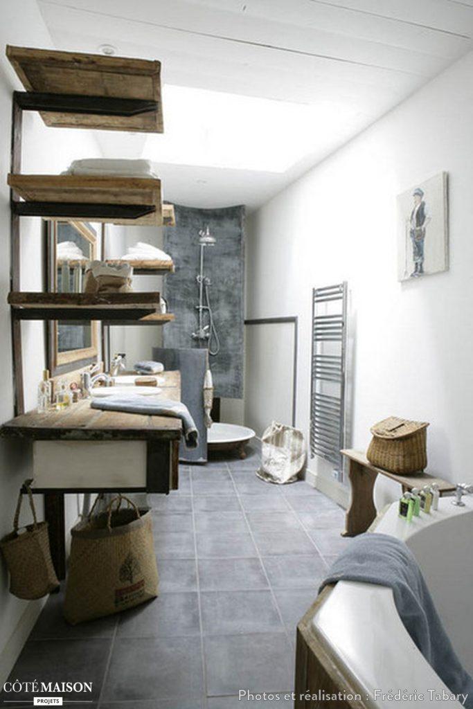 Salle de bain/ douche en zinc et bois .Le zinc en décoration une matière étonnante