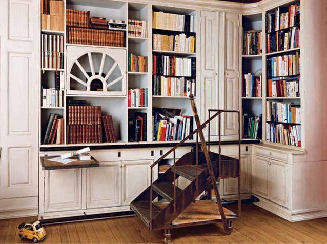 Grande bibliothèque, designé, réalisée et patinée par Frédéric TABARY pour décorer votre maison.