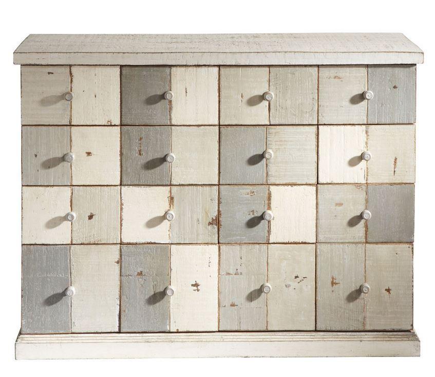 Meuble commode designé et patiné par Frédéric TABARY pour maison du monde pour décorer votre maison.